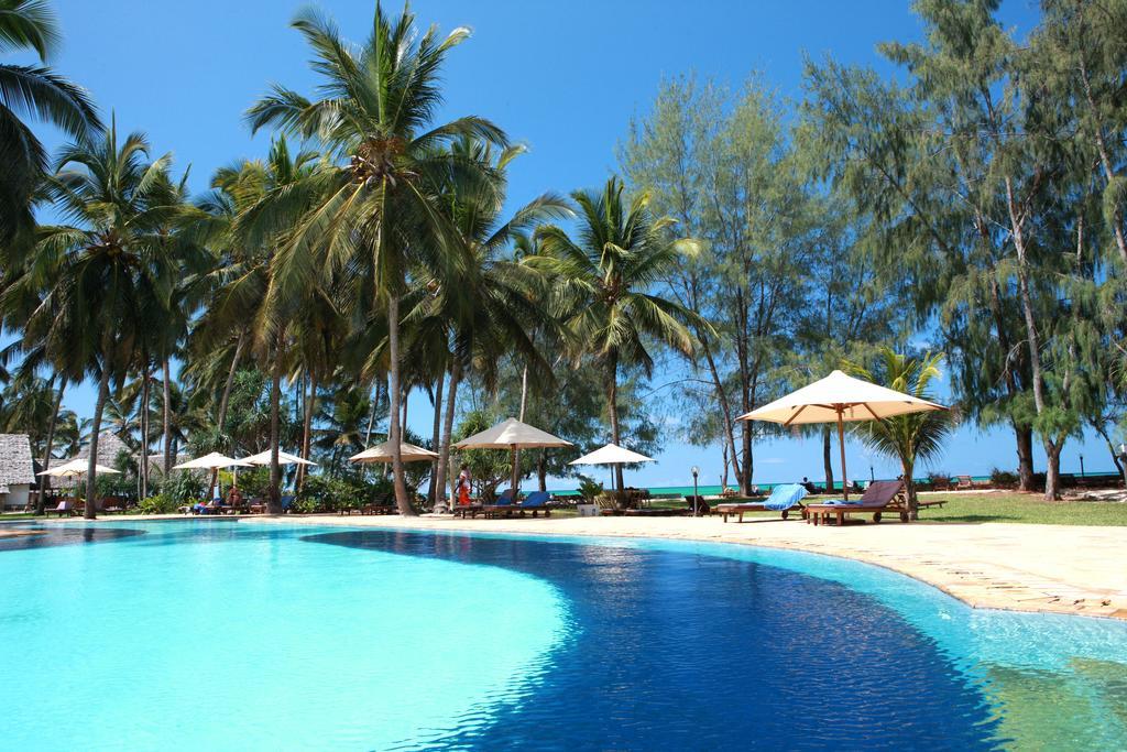 Bluebay Beach Resort & Spa Chilli Travel (1)