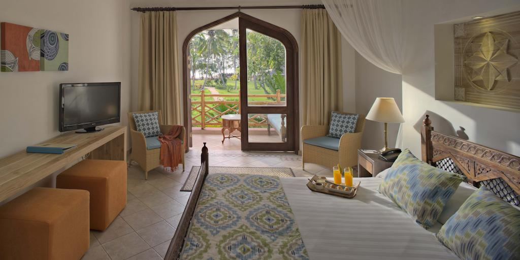Bluebay Beach Resort & Spa Chilli Travel (5)