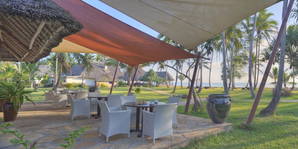 Bluebay Beach Resort & Spa Chilli Travel (8)