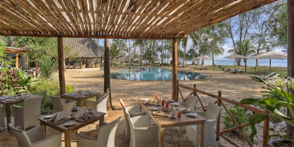 Bluebay Beach Resort & Spa Chilli Travel (9)