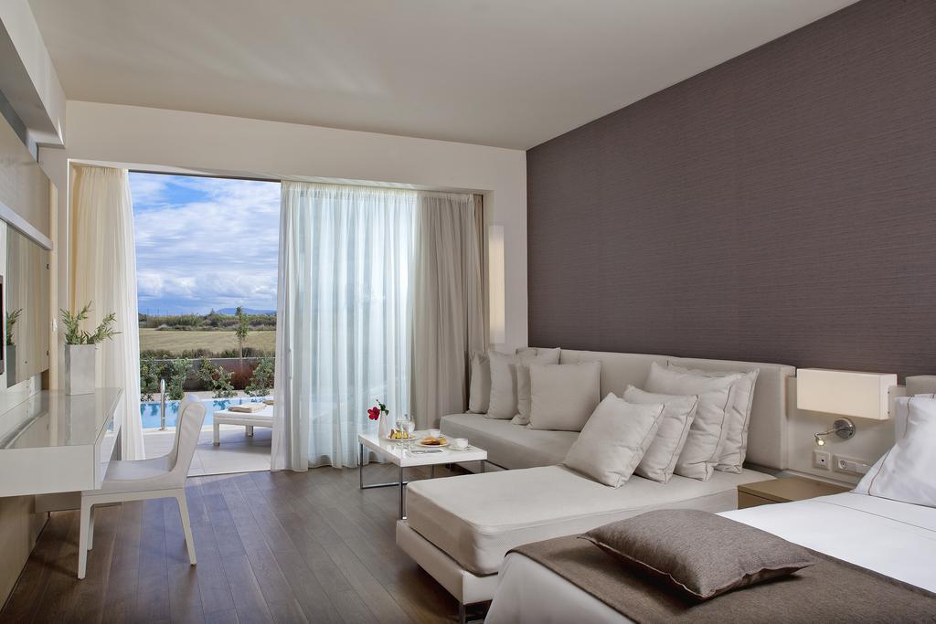 Avra Imperial Beach Resort & Spa 7